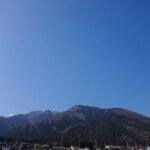 快晴の中の比良山