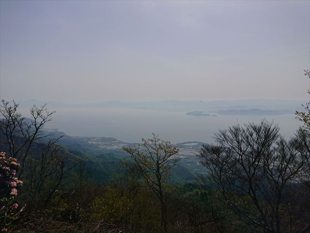 山頂から琵琶湖を
